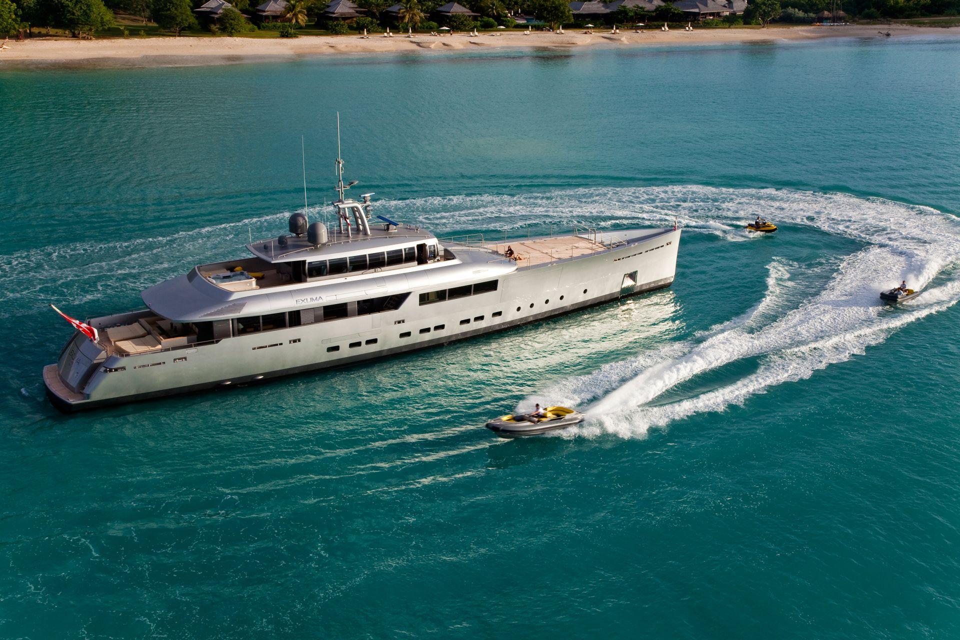 CHARTER - yacht exuma running 02 554c4b0f35da6 v default big