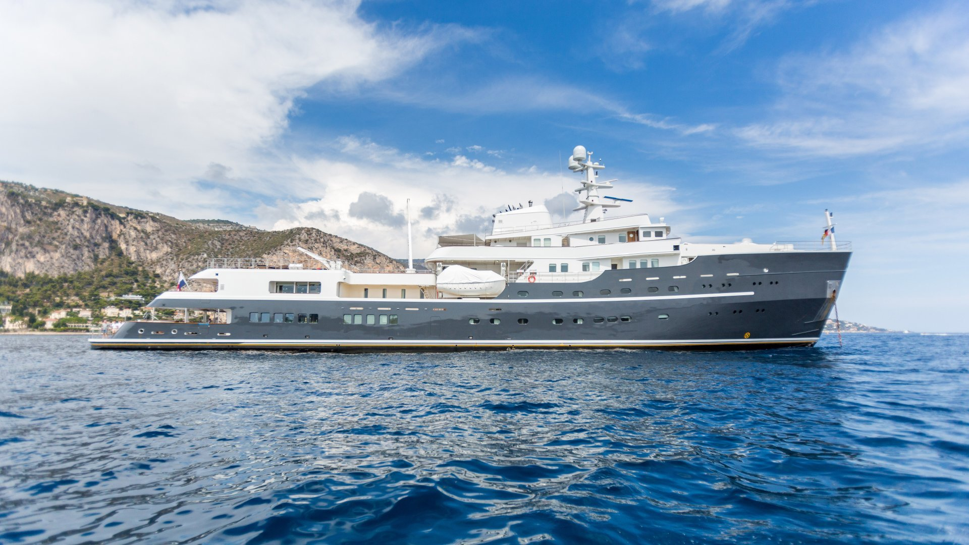 CHARTER - yacht legend 201611 profile 02 583d4d23af394 v default big 1