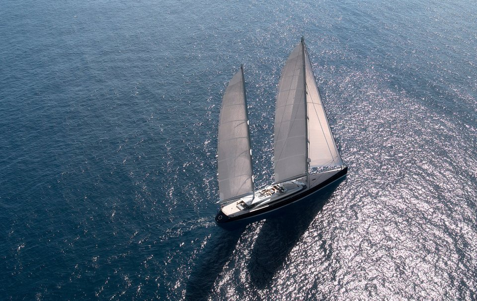 CHARTER - yacht vertigo running 07 559cf9ee74c00 v default medium