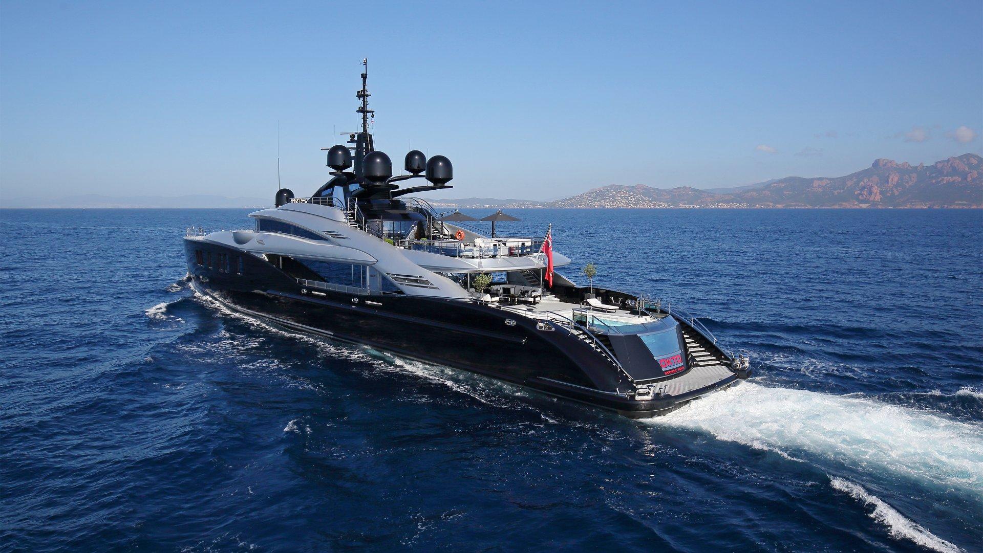 CHARTER - yacht okto 201707 running 02