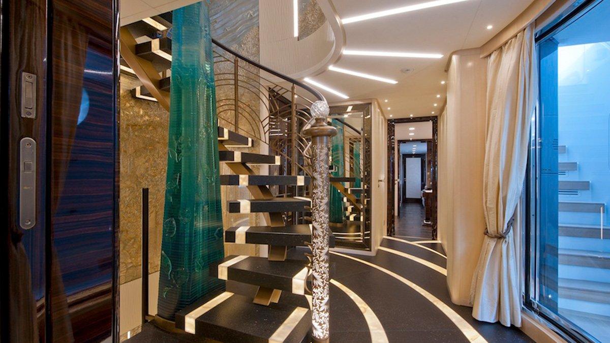 Sanlorenzo 46Steel Scorpion stairwell