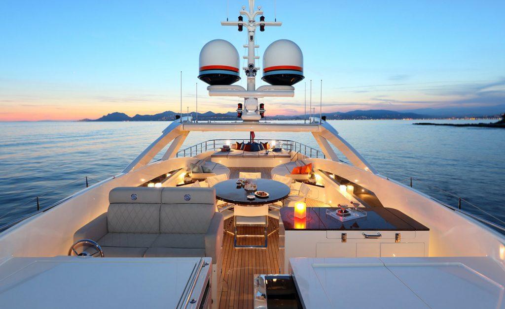 yacht aurelia 161115 exterior 01 582b3c6f35196 v default big