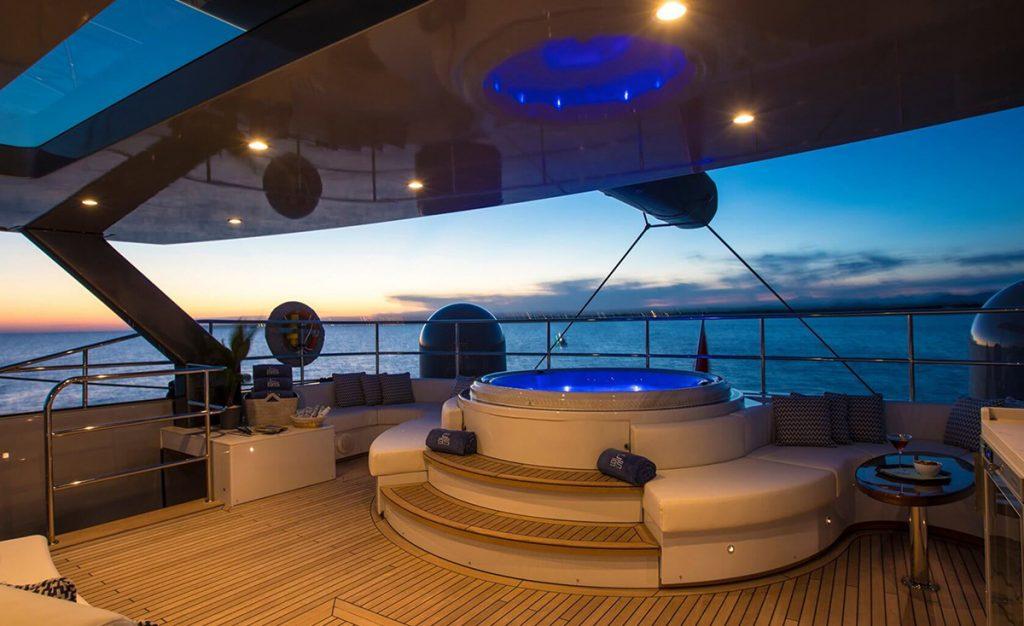yacht cartouche 201803 exterior 15 5aabcf5ddf691 v default big