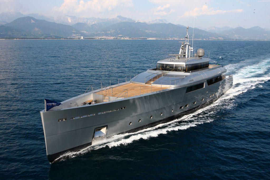 yacht exuma running 01 554c4b262fc37 v default big