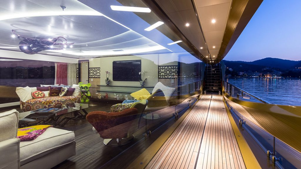 yacht khalilah 201802 exterior 05 5a79cd3dbfb47 v default big