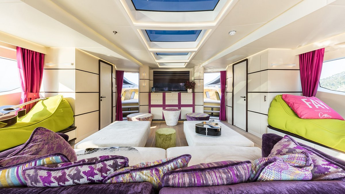 yacht khalilah 201802 interior 03 5a79cd0112474 v default big