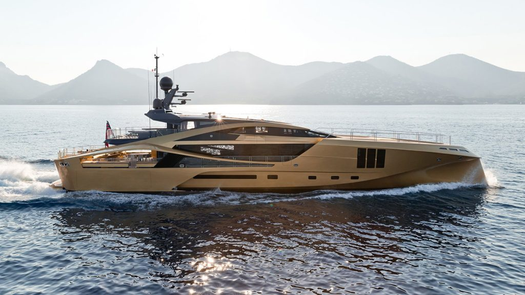 yacht khalilah 201802 running 03 5a79cd27eb6d0 v default big