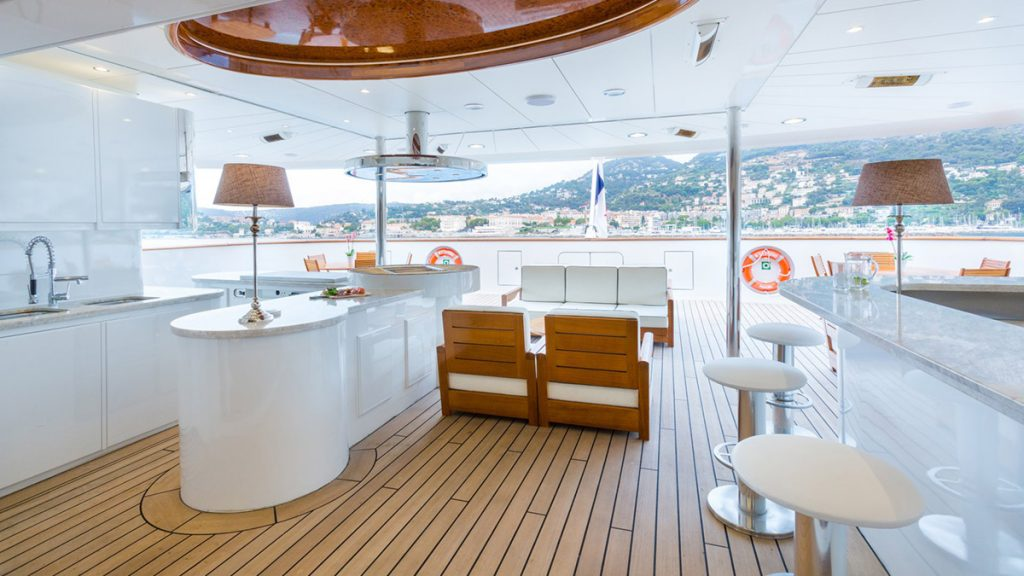 yacht legend 201611 exterior 04 583d4a1baa2c7 v default big