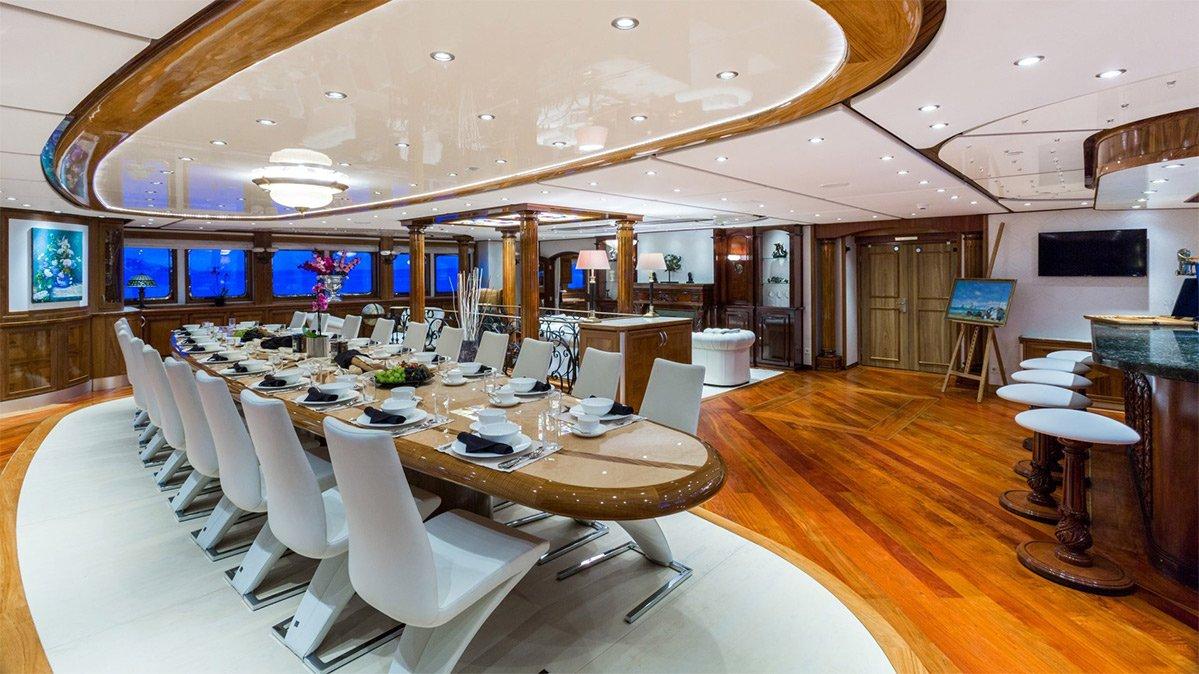 yacht legend 201611 interior 00 583d508816073 v default big