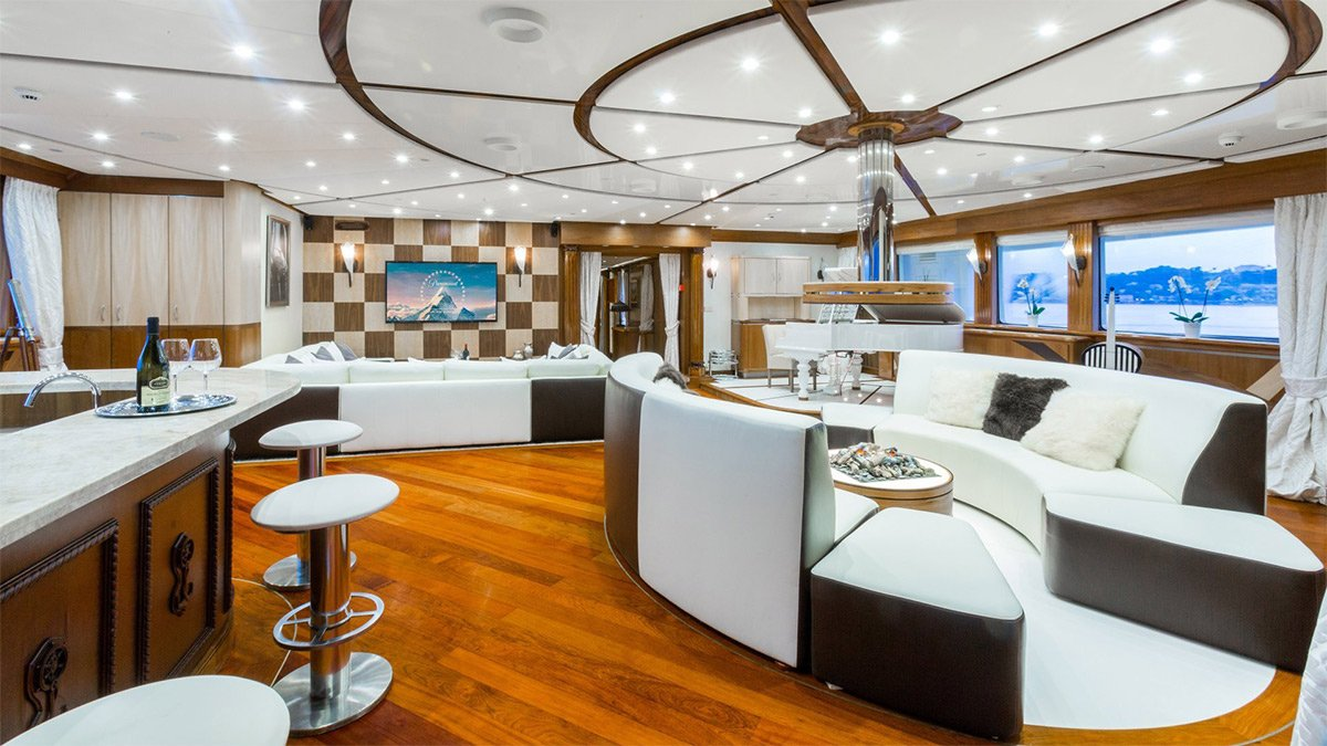 yacht legend 201611 interior 05 583d4a9d40692 v default big