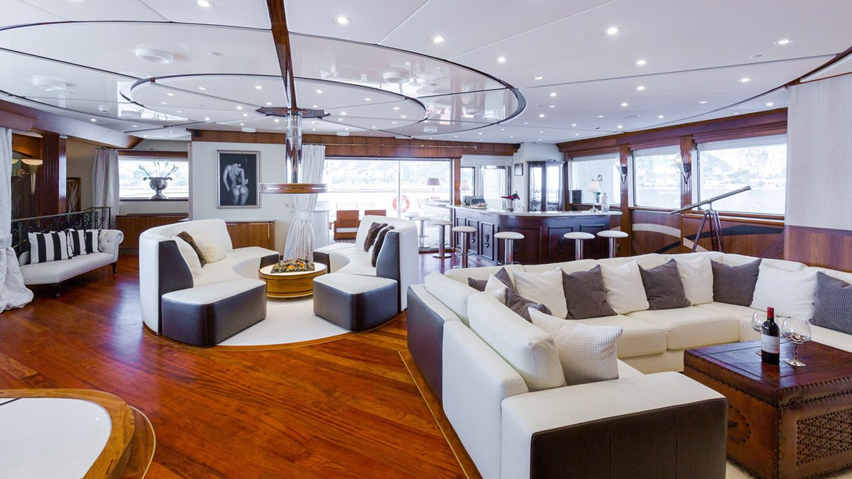 yacht legend 201611 interior 10 583d4aec5db23 v default big