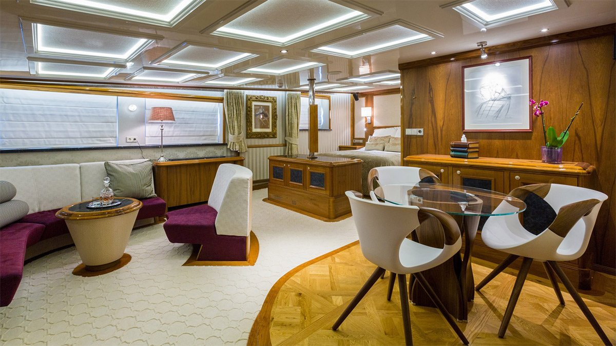 yacht legend 201611 interior 20 583d4bb7a0f56 v default big