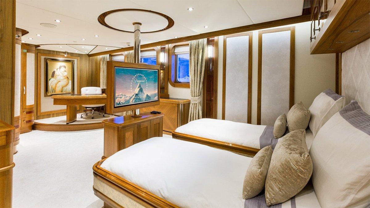 yacht legend 201611 interior 23 583d4bf3f0d2c v default big