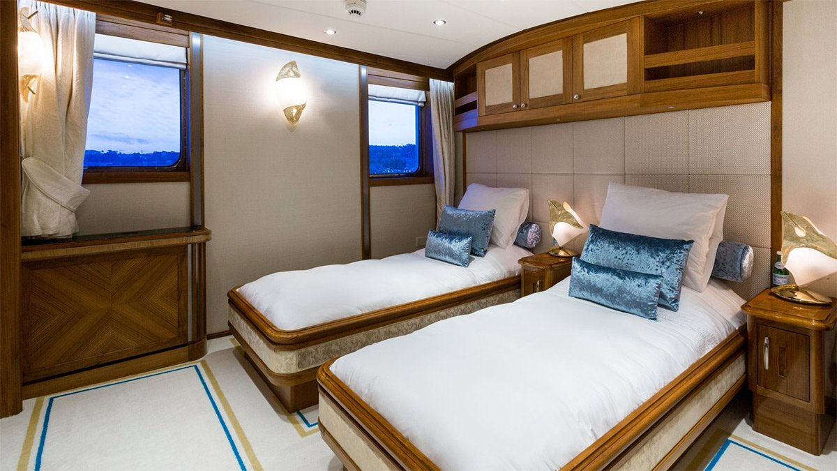 yacht legend 201611 interior 24 583d4c09f2872 v default big