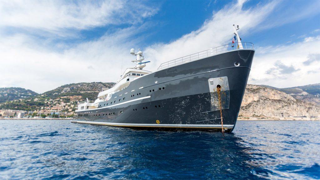 yacht legend 201611 profile 01 583d4d1285d42 v default big