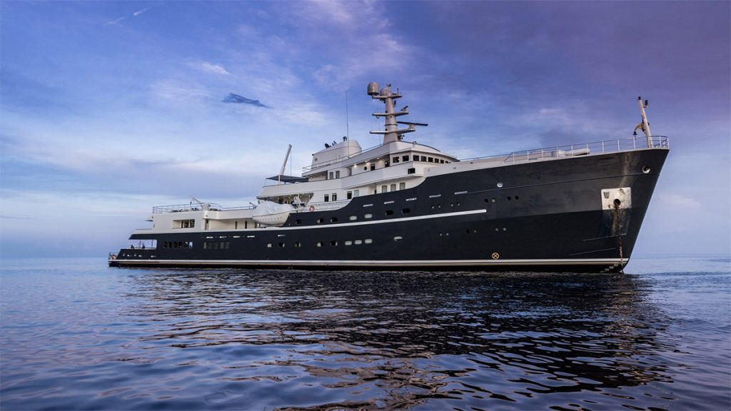 yacht legend 201611 profile 04 583d4d456e780 v default big