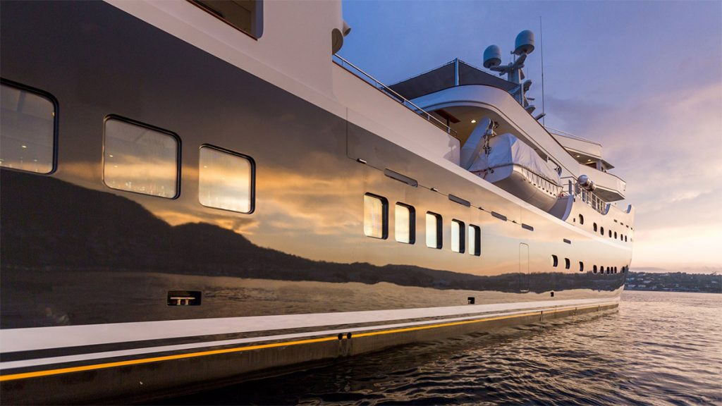 yacht legend 201611 profile 09 583d49cf88d6d v default big