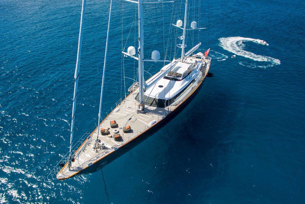 yacht panthalassa running 02 56c6dccd38b93 v default big