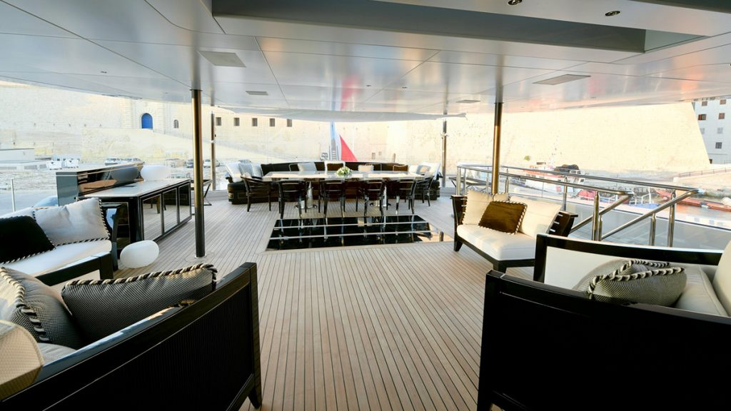 yacht sarastar 201802 exterior 02 5a7ac8015f66b v default big