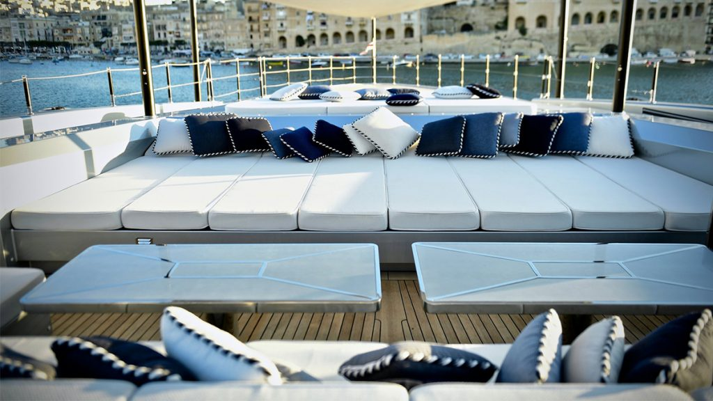 yacht sarastar 201802 exterior 03 5a7ac7a1808a5 v default big