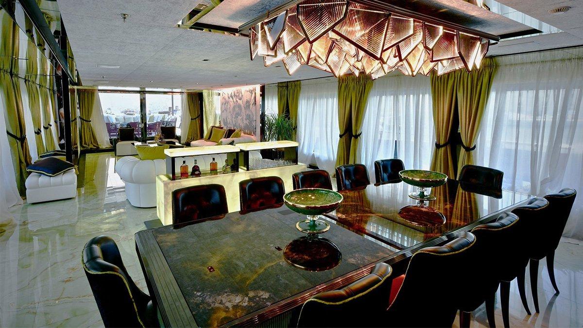 yacht sarastar 201802 interior 02 5a7ac7c24749b v default big