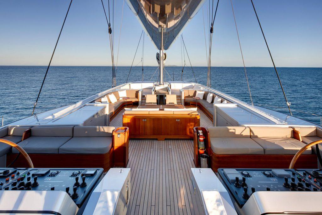 yacht vertigo exterior 02 554c96a6e9532 v default big