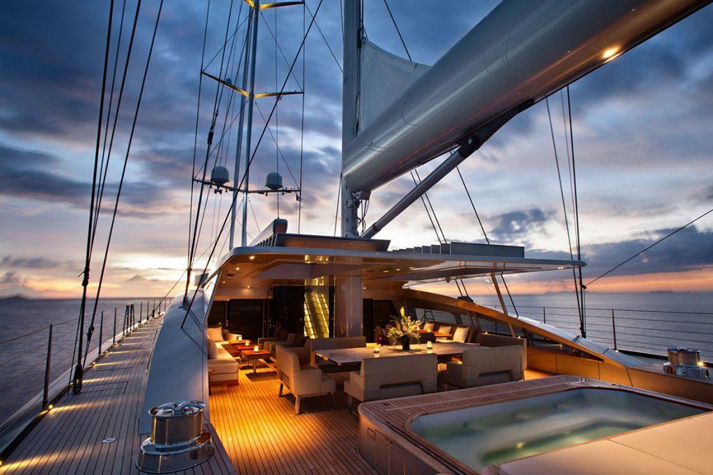 yacht vertigo exterior 05 554c96cb10731 v default big