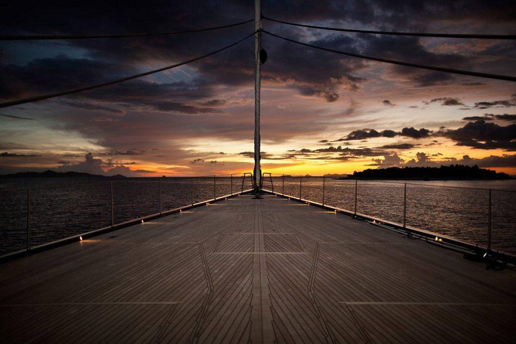yacht vertigo exterior 09 554c96fbd5583 v default big