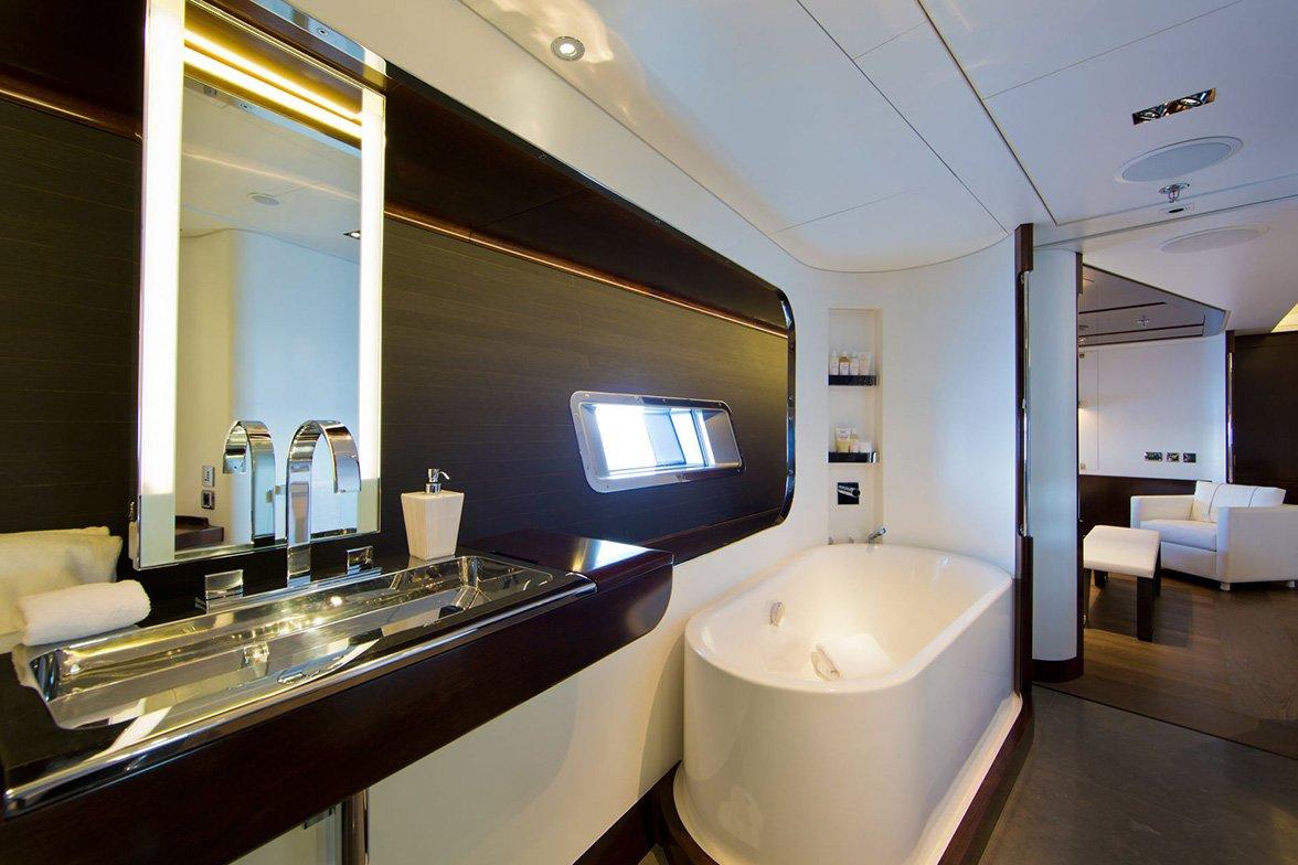 yacht vertigo interior 09 554c97be6f8f1 v default big