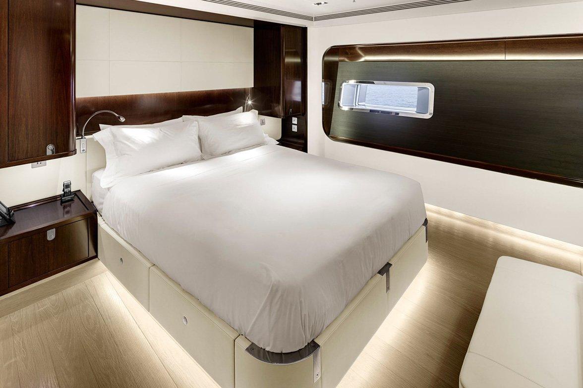 yacht vertigo interior 10 554c97d5e2006 v default big
