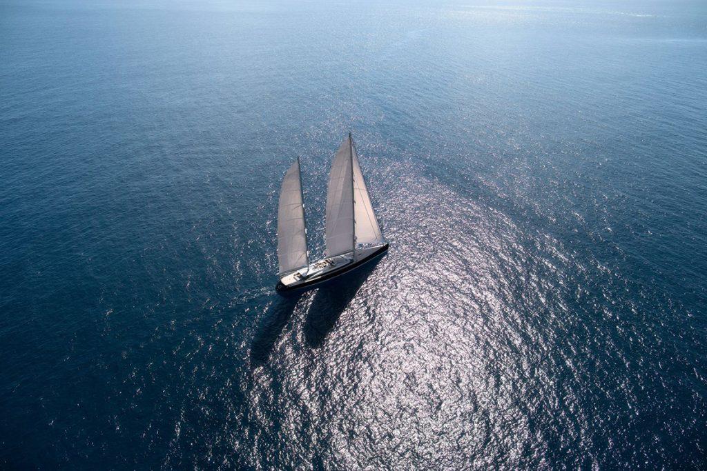 yacht vertigo running 01 554c98da89437 v default big