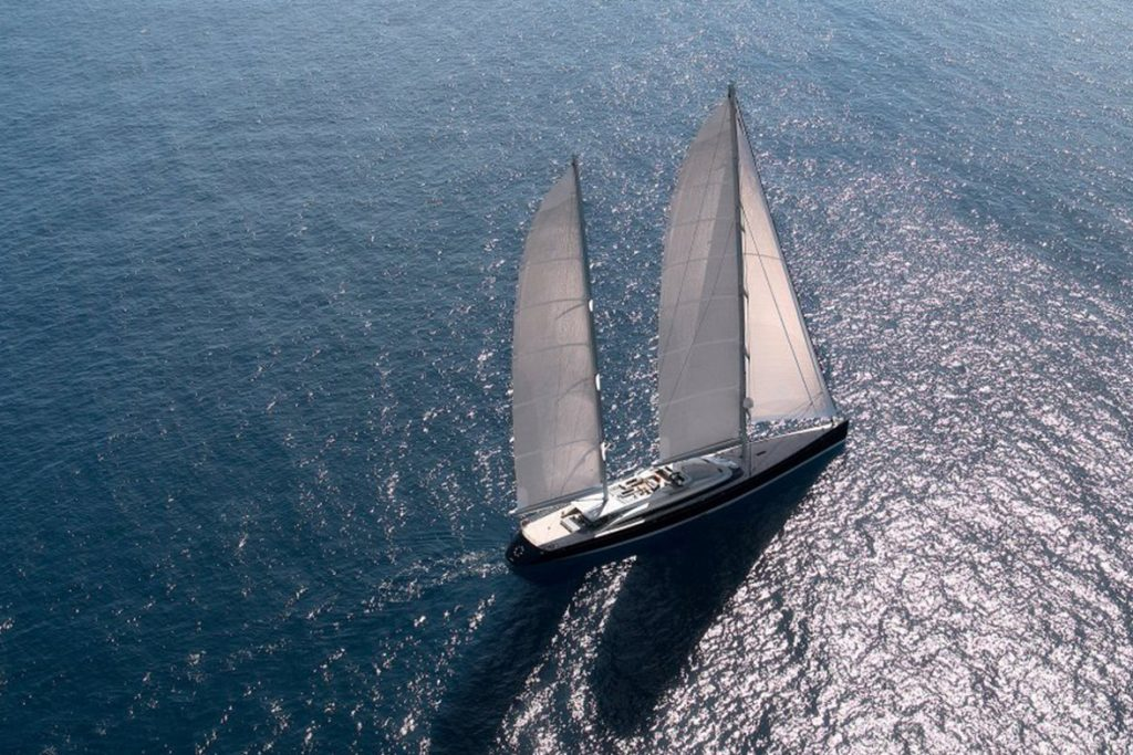 yacht vertigo running 07 559cf9ee74c00 v default medium