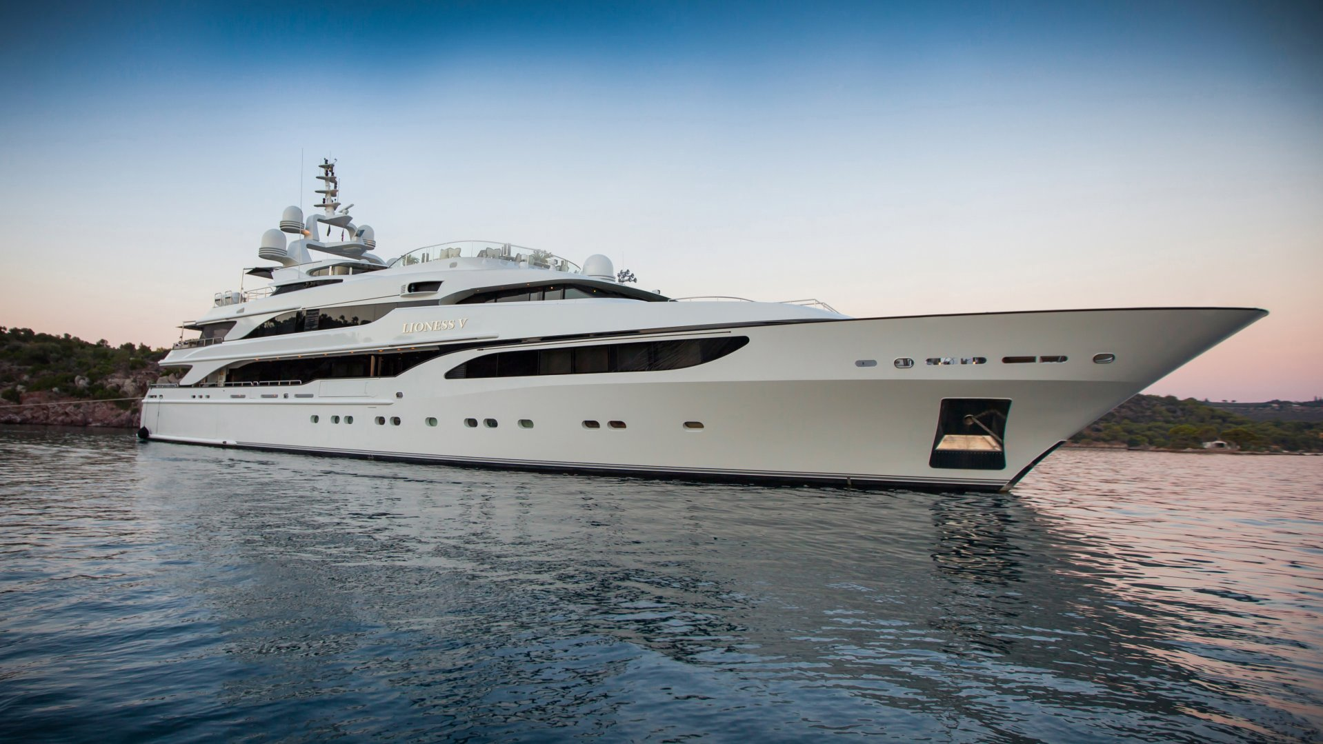 CHARTER - LIONESS V YACHT25