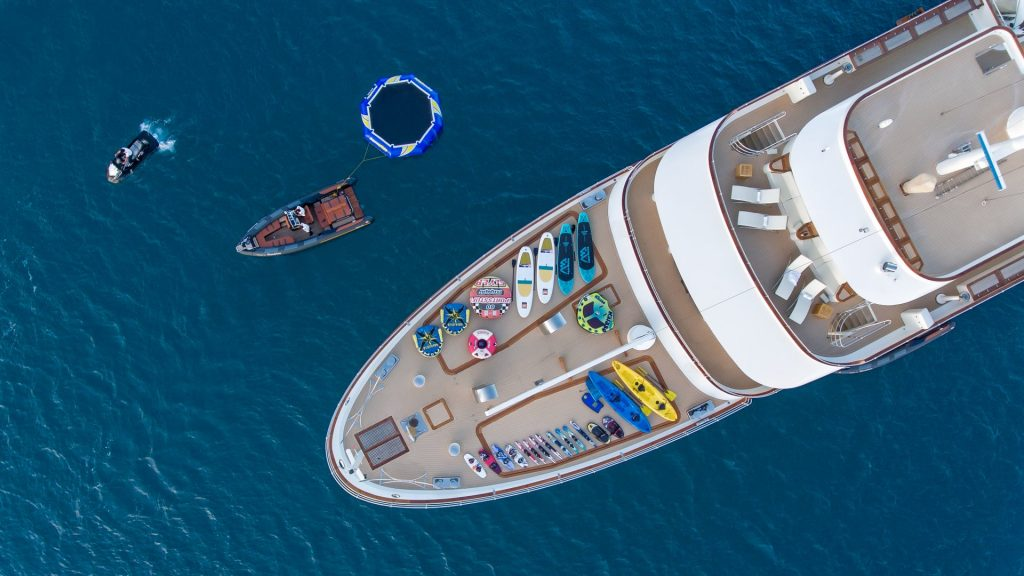 yacht sherakhan 06 5abca69ad6c1d