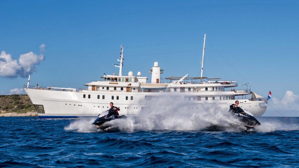 yacht sherakhan 15 5abca63b5585f